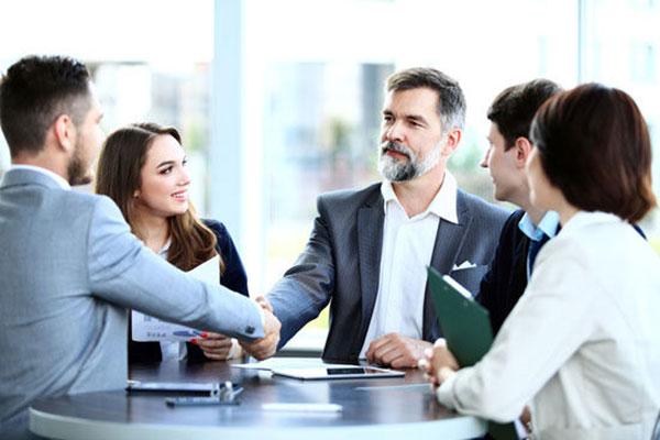 مدیران بزرگ در ارتباط با کارمندانشان از چه تکنیک های بازخوردی بهره می برند؟