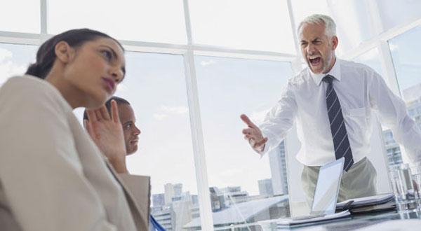 مدیران با چه رفتارهایی باعث نارضایتی کارمندان خود میشوند؟