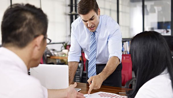 ۶ راهکار برای افزایش آستانه صبر و تحمل در برابر رفتار مدیران سمی